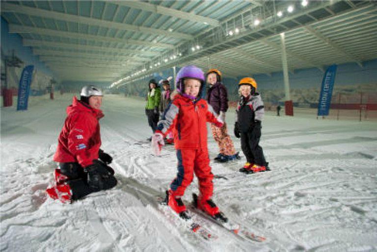 IndoorSkiing_TheSnowCentre_UK.jpg