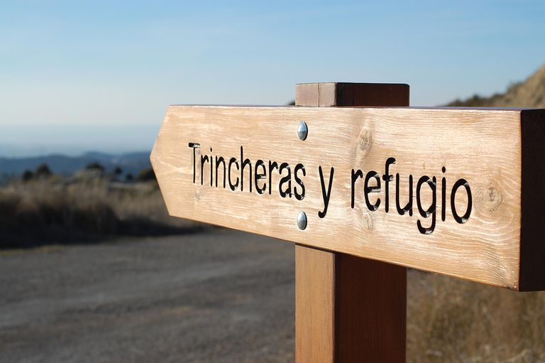 Sign demonstrating use of a Spanish conjunction