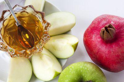 Rosh hashanah and yom kippur greetings 8 important facts about rosh hashanah m4hsunfo