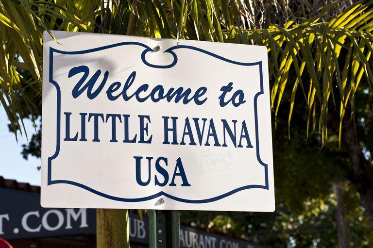 Cartel de bienvenidos a la Pequeña Havana en Miami