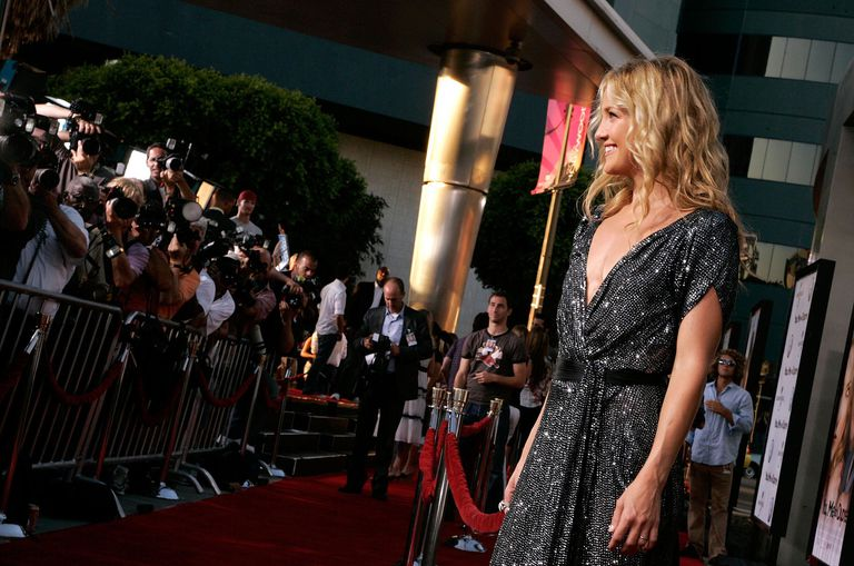 kate hudson smiling for photographers on the red carpet