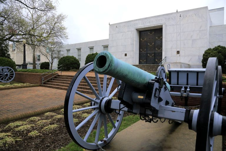 An antique cannon outside the United Daughters of the Confederacy Building