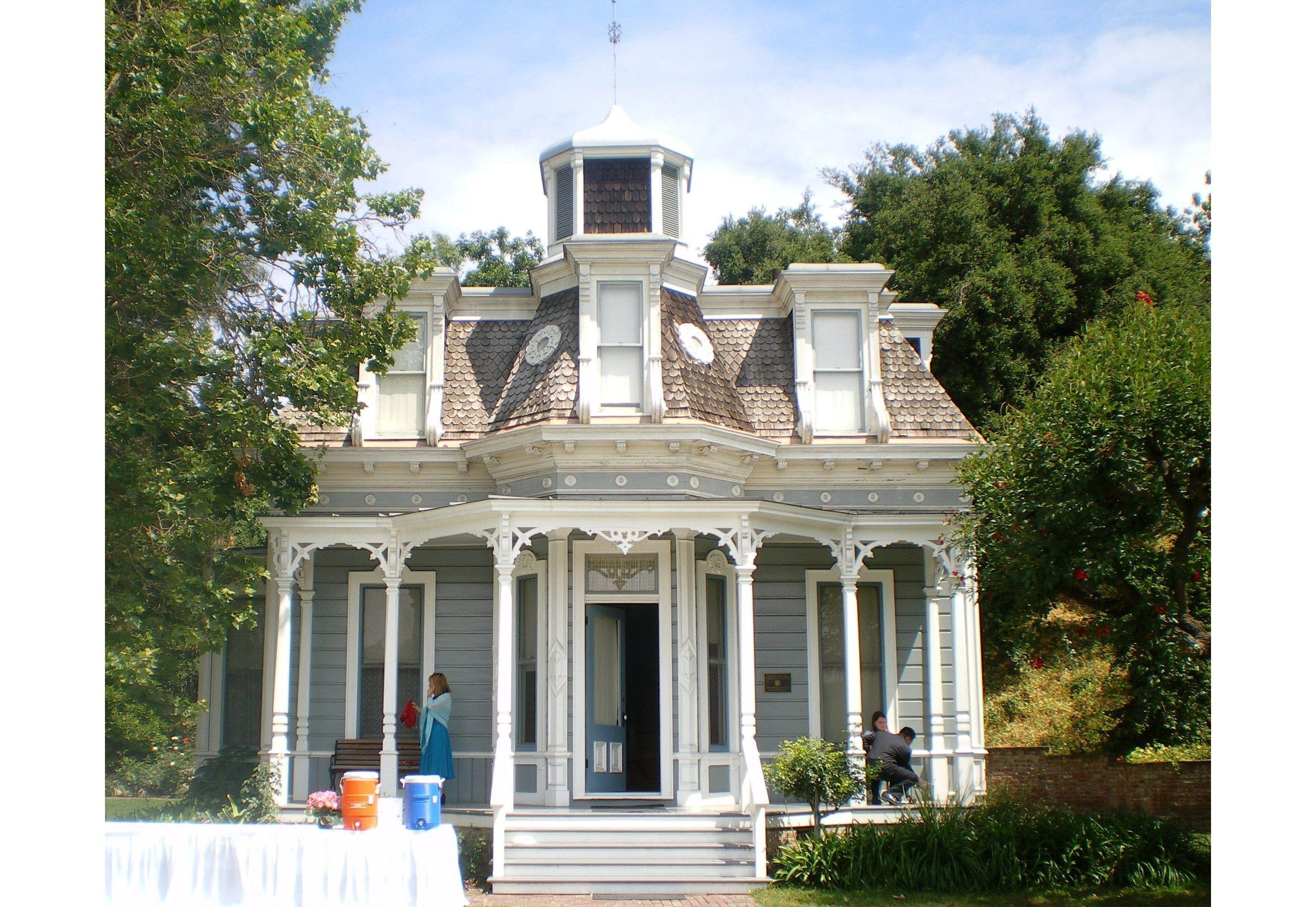 mansardées français de la vallée du Second Empire victorien Knudsen Garden Residence à Los Angeles, Californie
