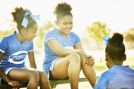 3 girls talking