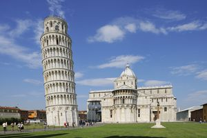 Leaning Tower of Pisa and Duomo de Pisa, Piazza dei Miracoli, Pisa, Tuscany, Italy
