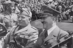Photos Benito Mussolini & Adolf Hitler riding together in a car, 1940