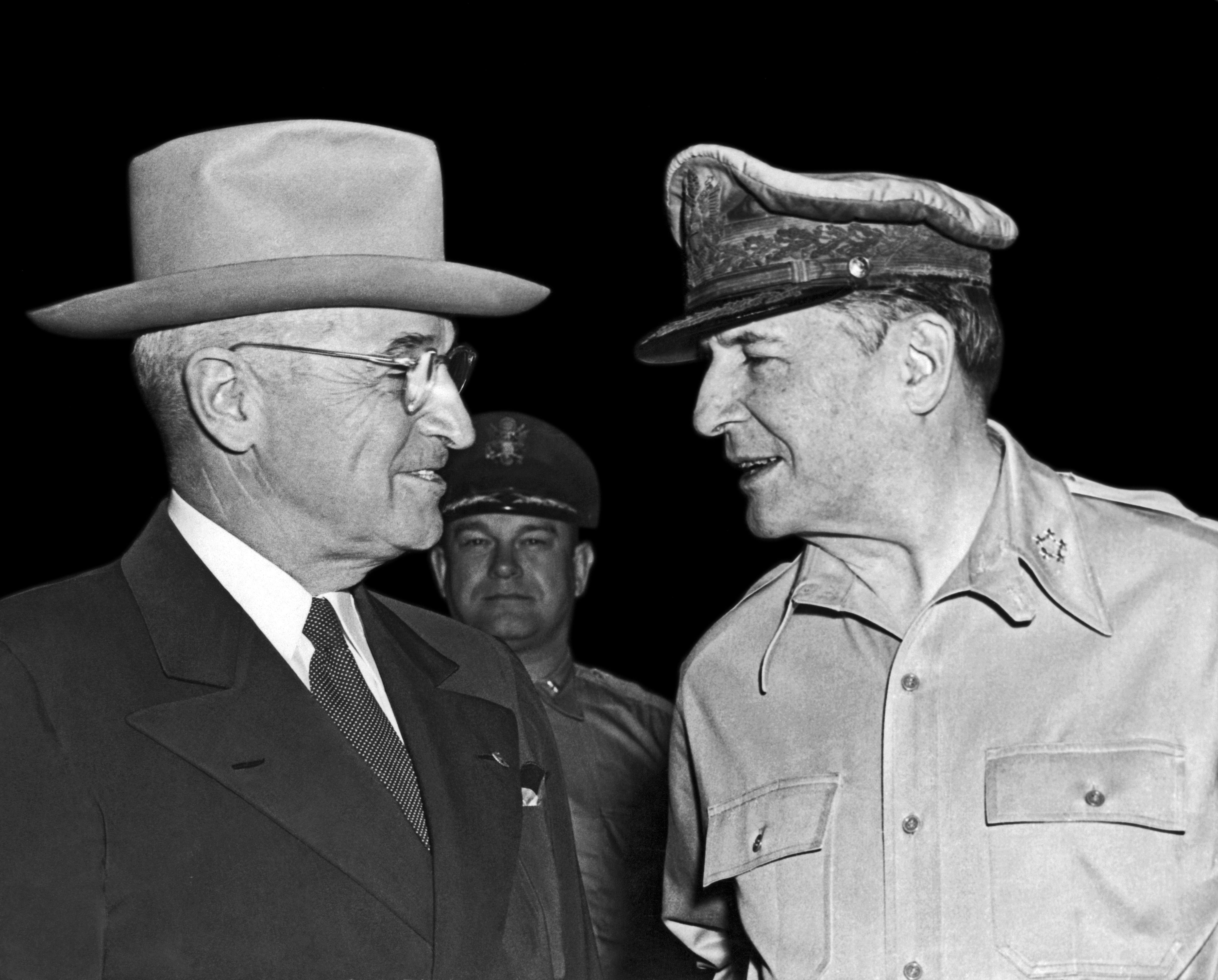 Harry Truman and MacArthur