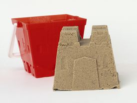 Kinetic sand sticks to itself, so it doesn't make a sandy mess.
