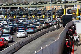 Puesto migratorio terrestre de EE.UU. para personas y vehículos.