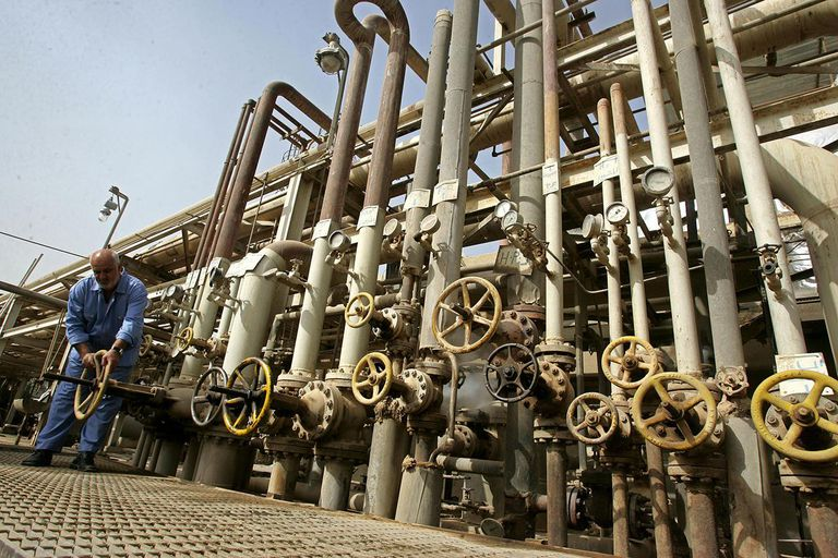 Iraq Signs Contracts With Foreign Oil Companies
