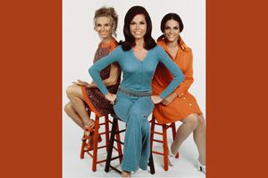 Cloris Leachman, Mary Tyler Moore, Valerie Harper pose on stools in 1970s fashion