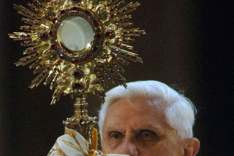 Pope Benedict XVI offers benediction, October 15, 2005. (Photo by Franco Origlia/Getty Images)