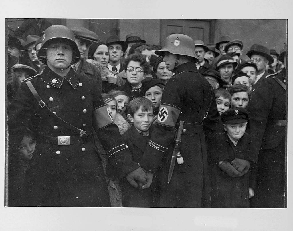 Soldiers join hands to form a Nazi blockade.