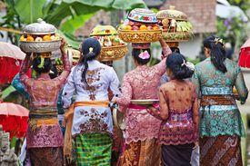 Women carry temple offerings