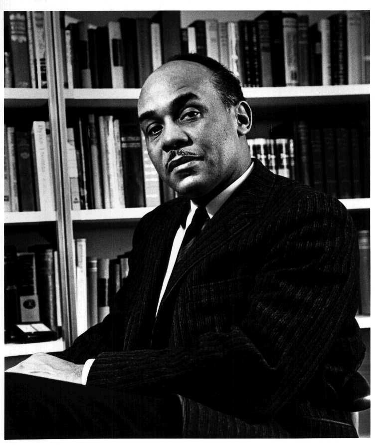Ralph_Ellison_photo_portrait_seated.jpg