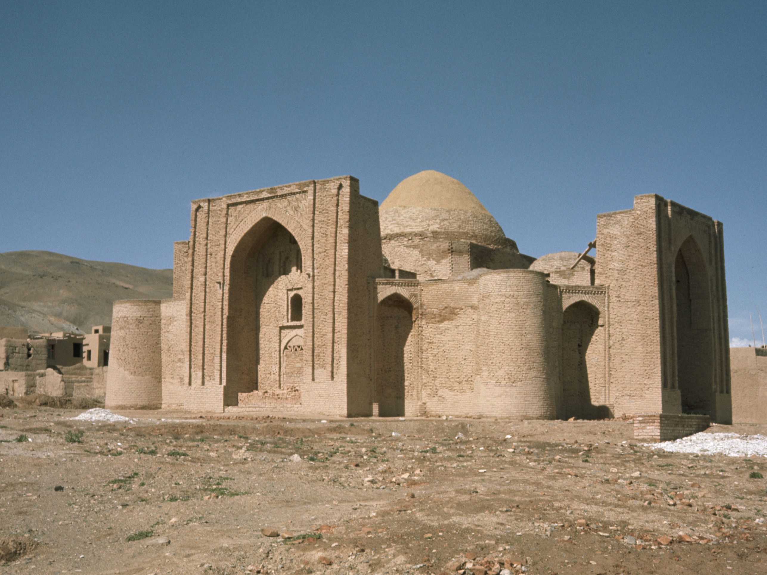 Biography of Mahmud of Ghazni, First Sultan in History