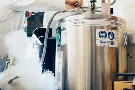A nitrogen tank controlled by a scientist.