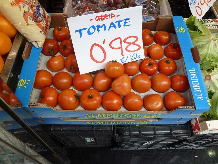 tomatoes for sale for Spanish grammar lesson