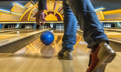 How many points is three strikes in a row in bowling — photo 1