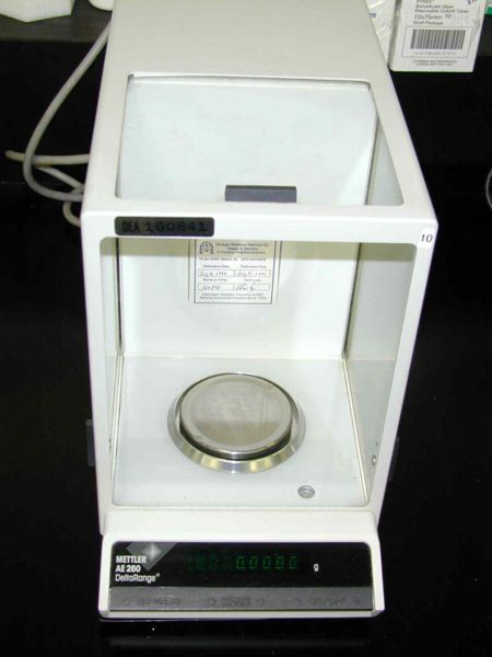 A Mettler balance measures the quantity of sample with precision of 0.1 mg units.