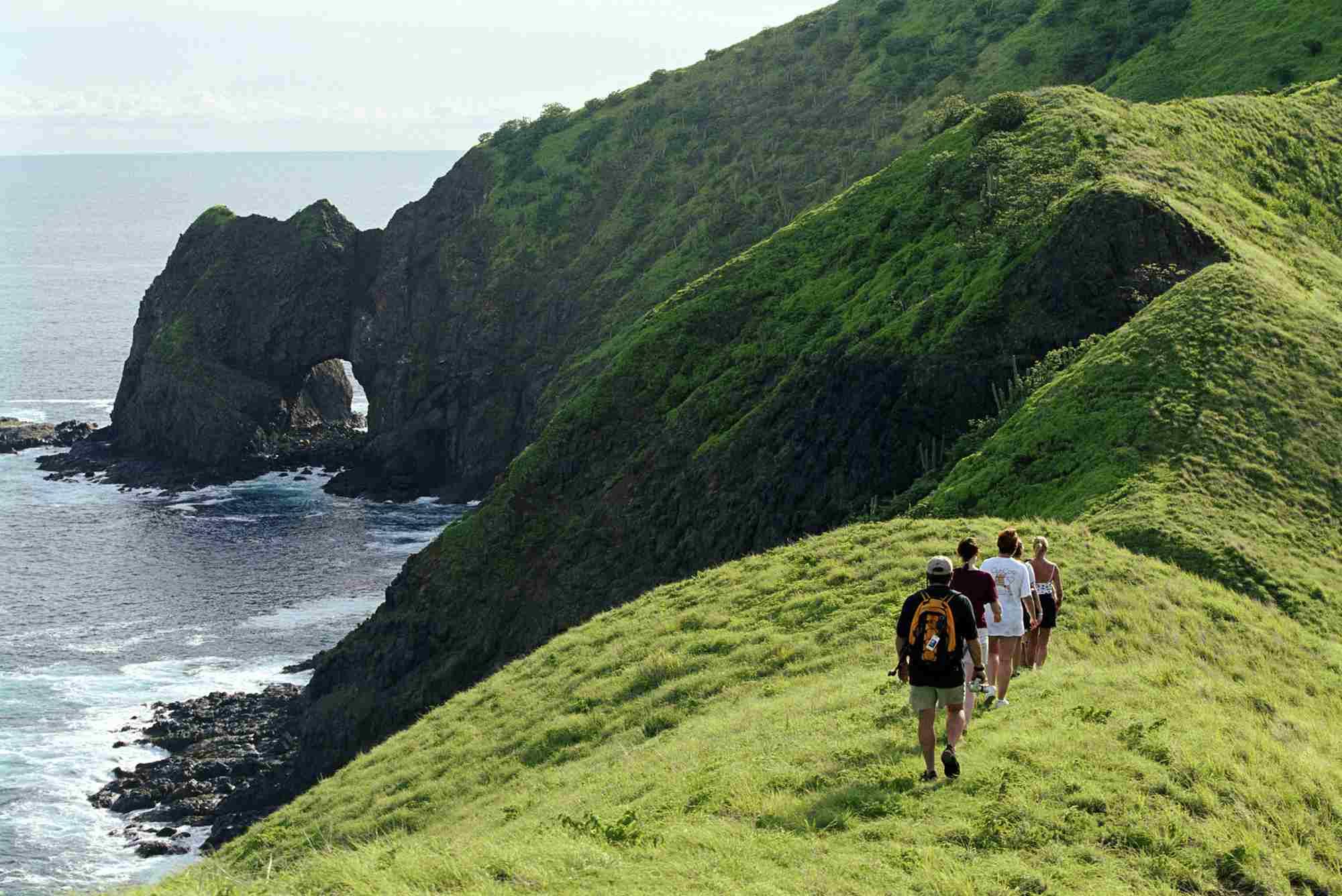 Costa Rica, Santa Rosa NP, Islas Murcielagos, tourists hiking
