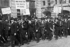Antiwar protesters in 1916