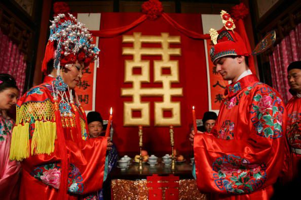 Modern chinese engagements wed love and tradition chinese wedding customs junglespirit Image collections