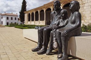 Family sculpture in Madrid