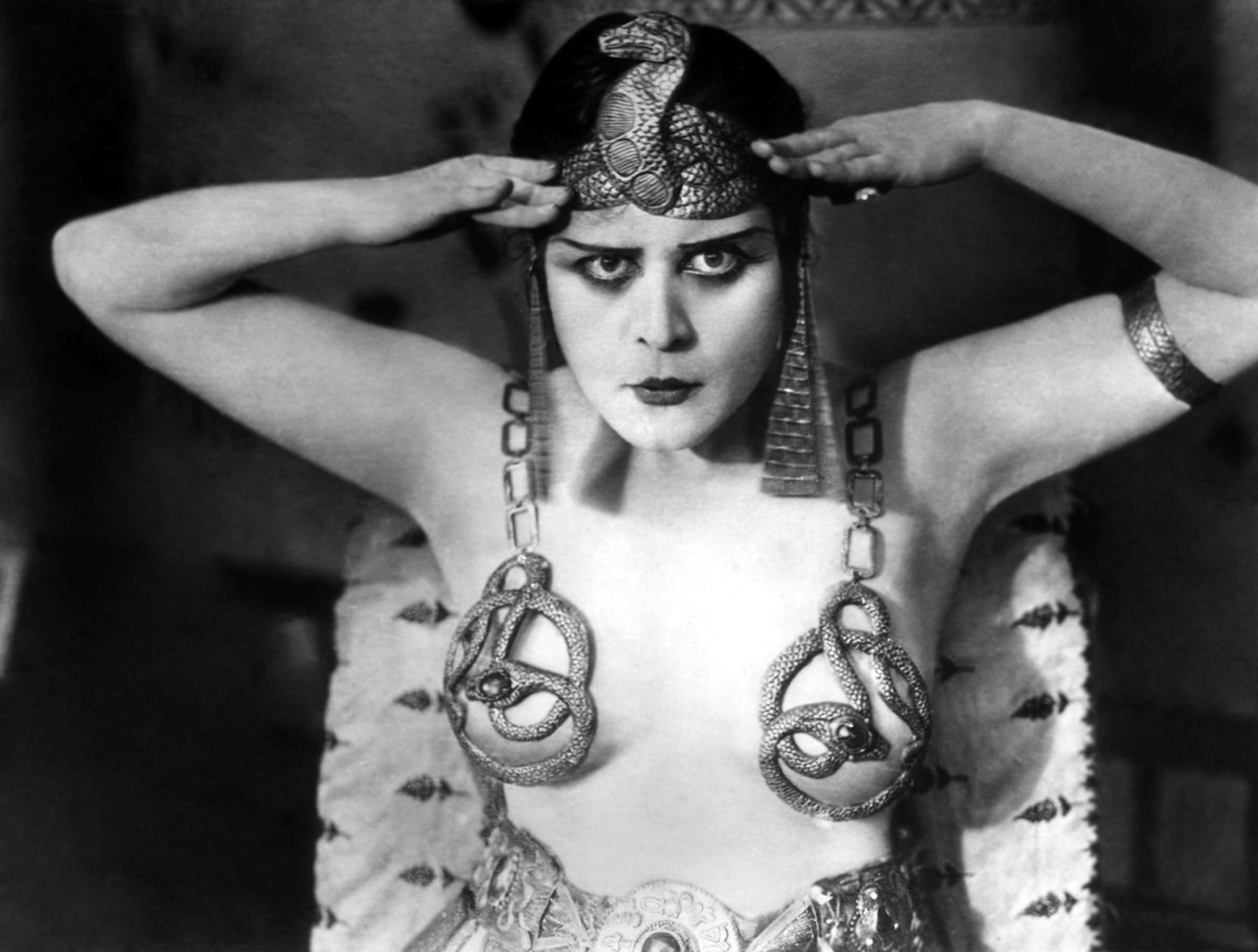On the set of 'Cleopatra'