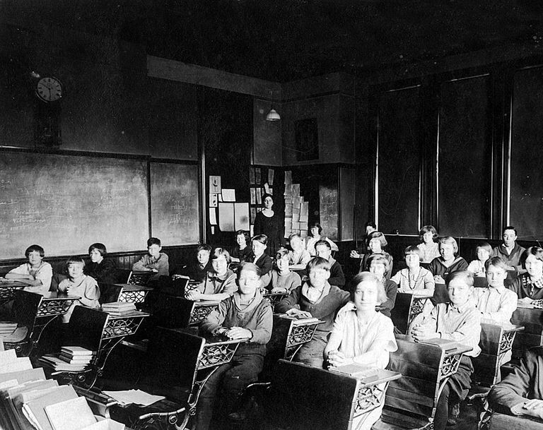 A historical image of an early 20th-century classroom