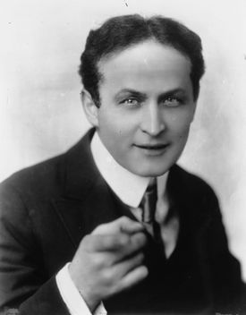 Picture of famous magician Harry Houdini.