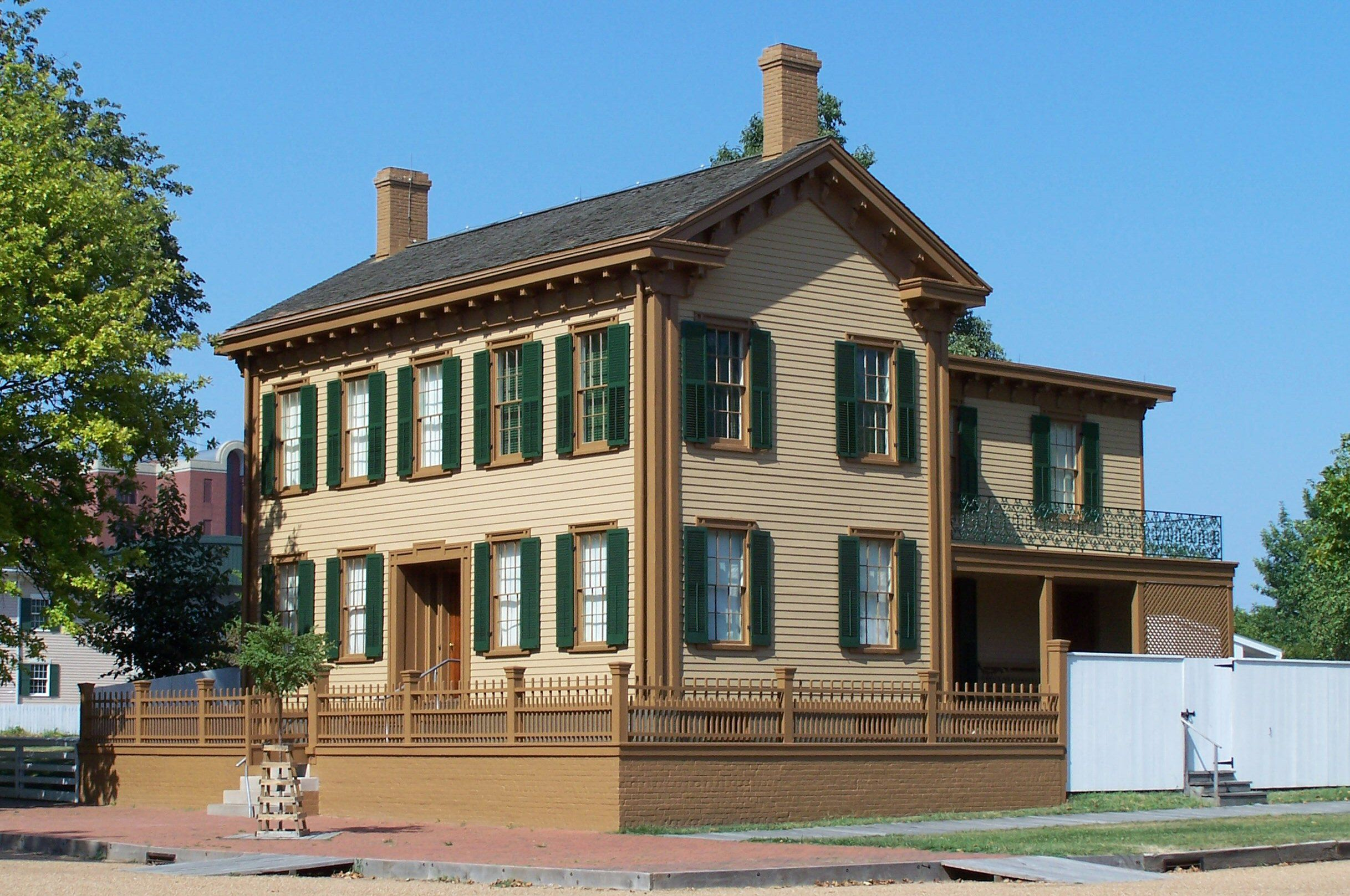 Abraham Lincoln's home in Springfield, Illinois was not always two stories.