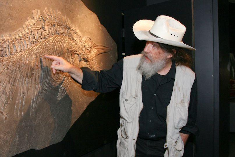 Rober Bakker pointing at fossils