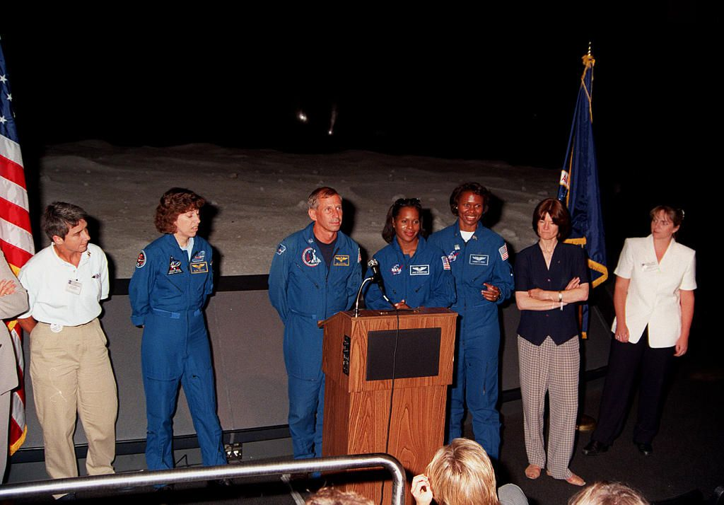 Marta Bohn-Meyer, Ellen Ochoa, Joan Higginbotham, Yvonne Cagle, Sally Ride, and Jennifer Harris.