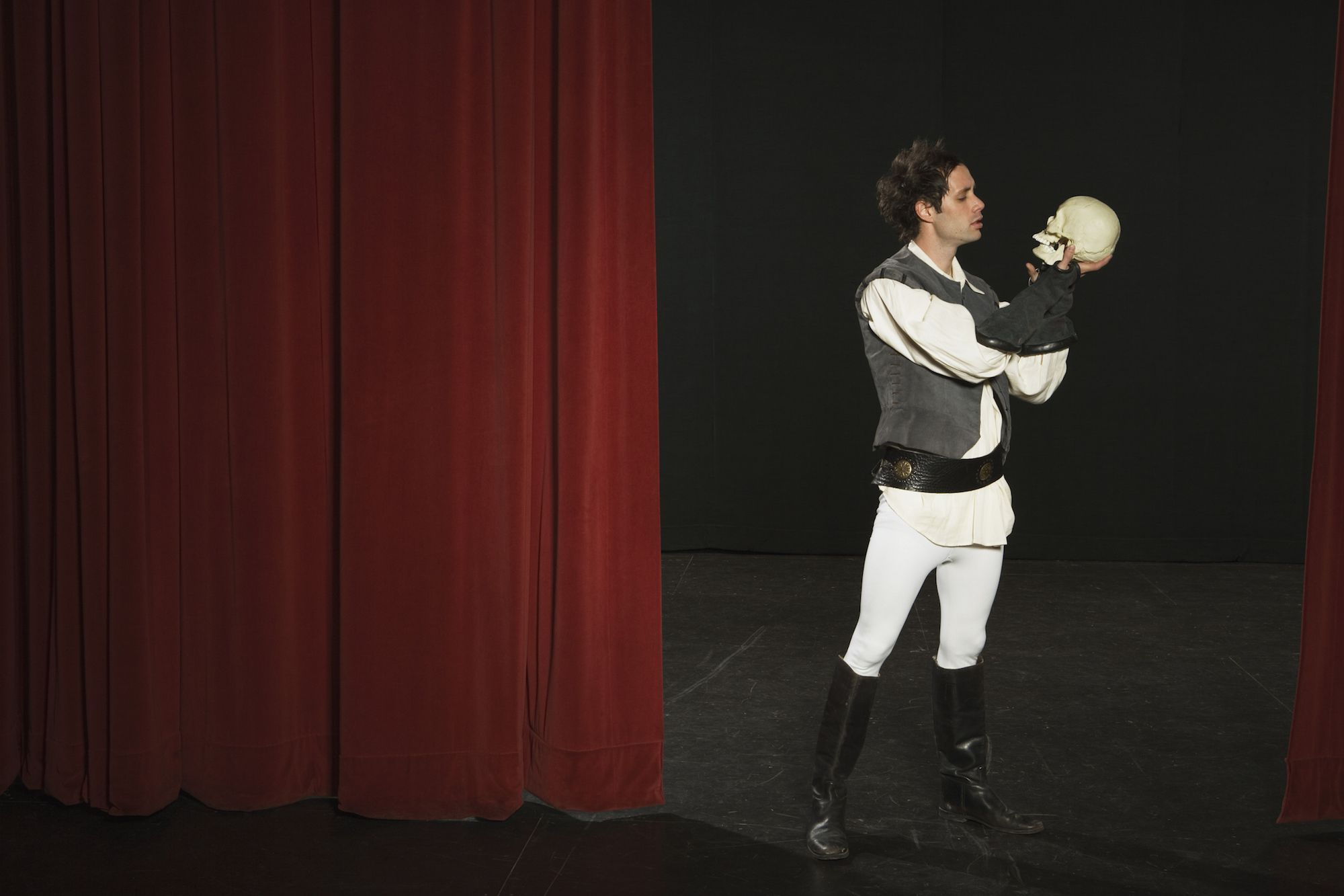 Actor holding a skull on a stage