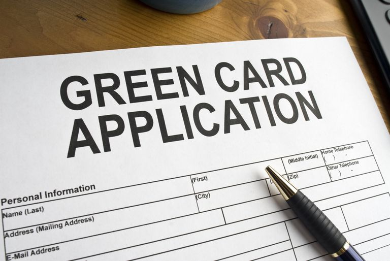 Folleto de aplicación para green card de despacho de abogados