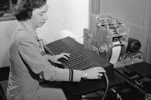 young Hopper working on an early computer
