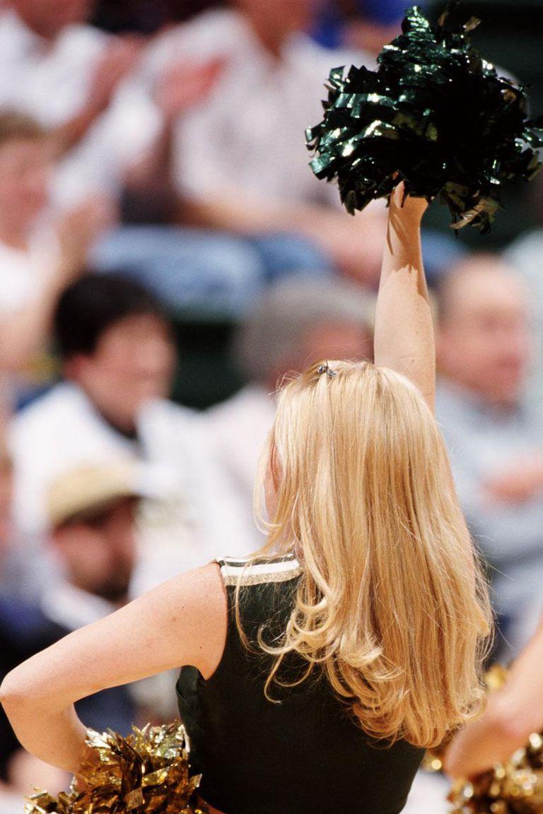 CHEERLEADER, YOUNG WOMEN, BASKETBALL