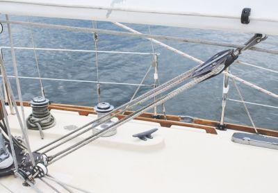 using a sailboat boom vang in sailing