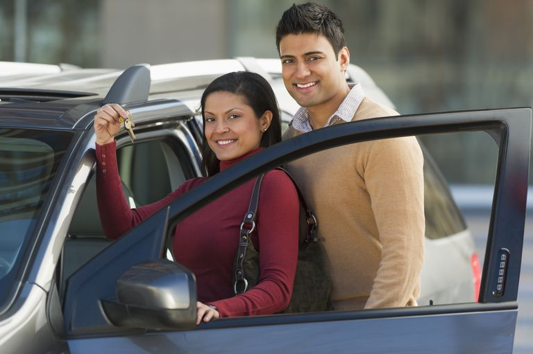 USA, New Jersey, Jersey City, Couple with new car