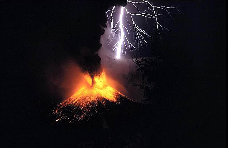 This is a photograph of the 1995 volcanic eruption of Mount Rinjani in Indonesia.
