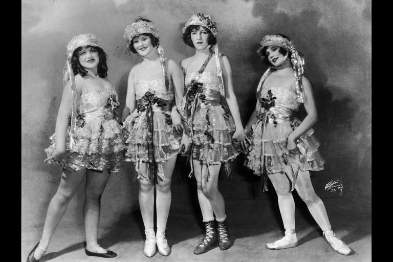 Four Follies: Ziegfeld Follies troupe members in a news photo, about 1915