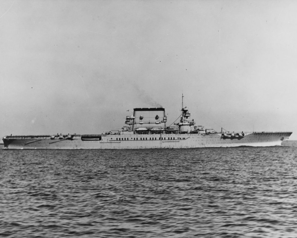 Starboard side view of aircraft carrier USS Saratoga.