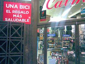 Sign on a shop in Madrid: el regalo más saludable