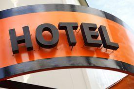 Existen varios ejemplos de inversiones en hoteles como camino para obtener una EB-5 o green card por inversión.