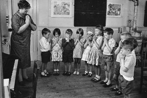 School children saying the Lord's Prayer in 1963