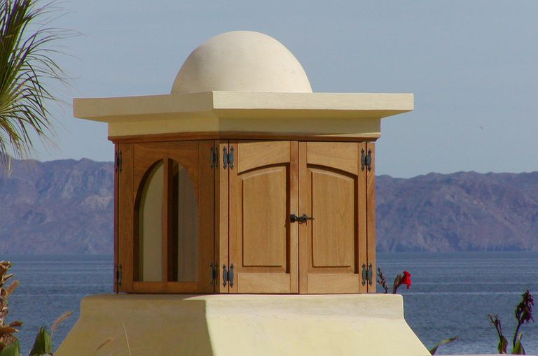 The rooftop cupola has doors so that residents can control the flow of air into the home