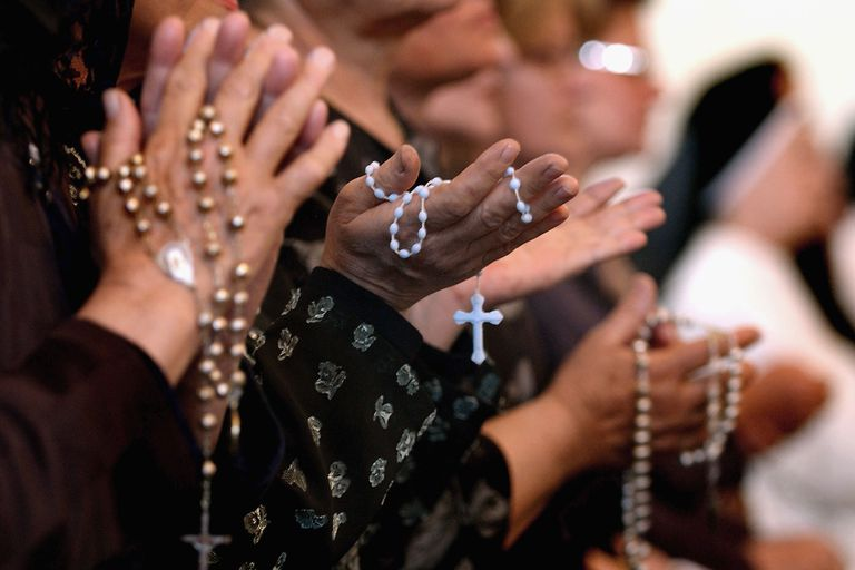 Worshipers pray the rosary at a Catholic church in Baghdad, Iraq. (Wathiq Khuzaie/Getty Images)