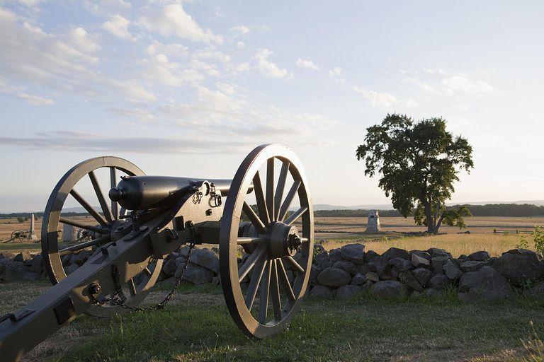 getty-gettysburg-cannon.jpg