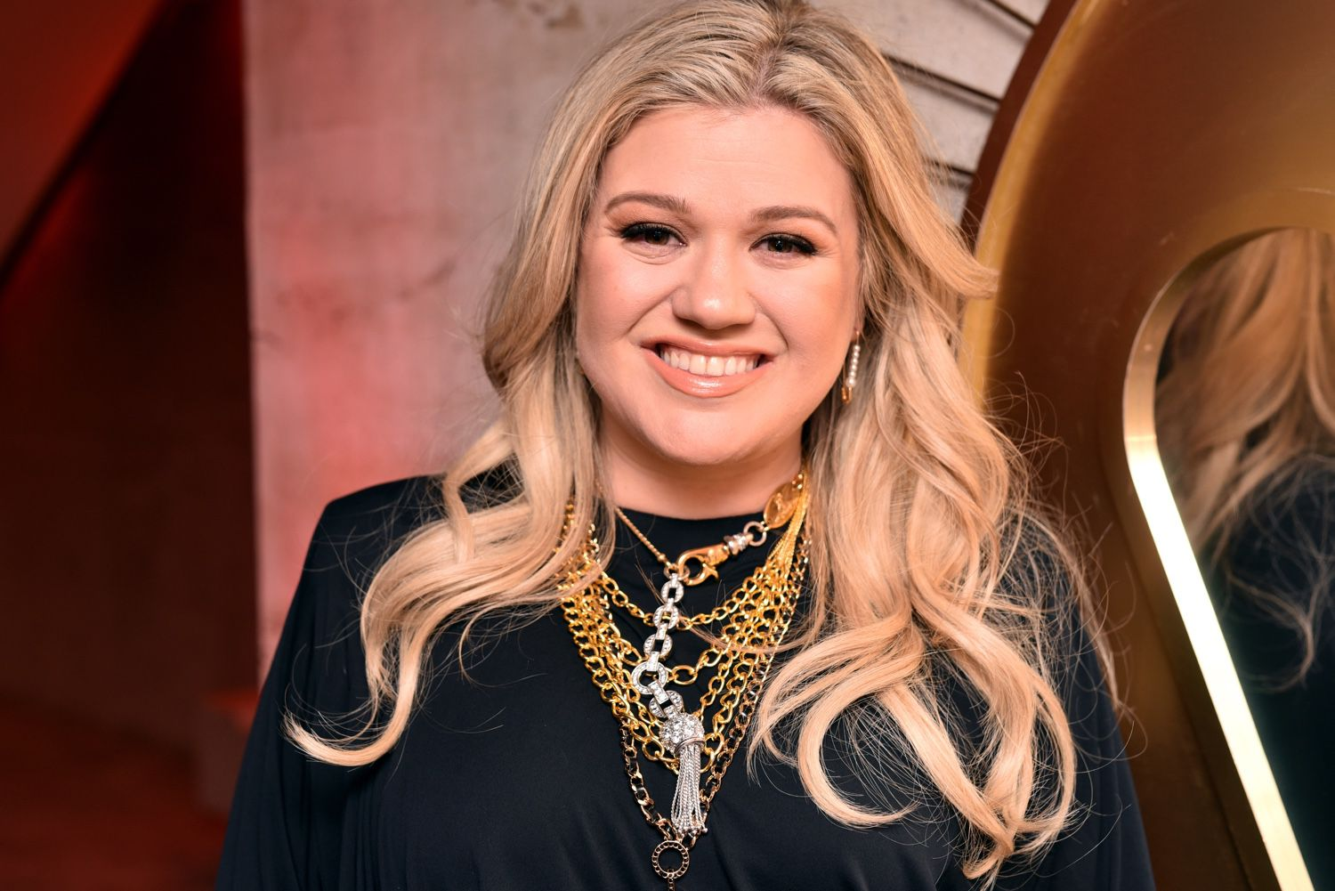 Biography of Kelly Clarkson, First American Idol